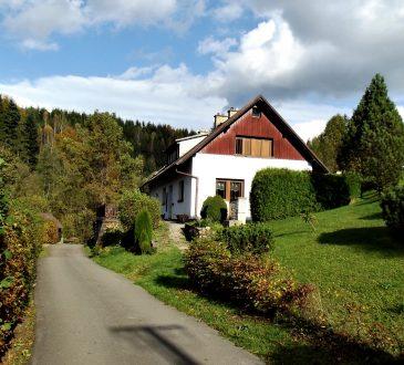 Tips on Maintaining Asphalt Driveway